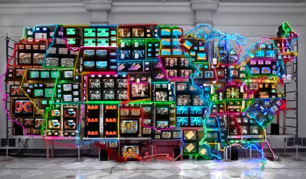 nam-june-paik-in-italia-art-exhibition-in-modena-neon-tv-sculpture