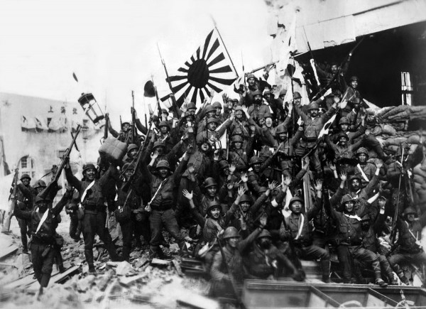 Japanese_soldiers_celebrate_victory_at_Shanghai_1937